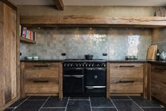 Tough farmhouse kitchen in Barnwood oak - Lilly is Love Küchen Design, Interior Design, Laundry Room Bathroom, Concrete Kitchen, Modern Kitchen Design, Rustic Kitchen, Barn Wood, Kitchen Remodel, Home Decor