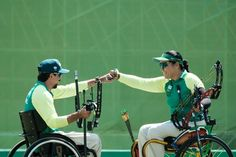 Brazil's Andrey Muniz de Castro (L) and Jane Karla Gogel compete against Turkey during the mixed team compound open qualifier of the Rio 2016 Paralympic Games at the Sambodromo in Rio de Janeiro on September 12, 2016. / AFP / YASUYOSHI CHIBA