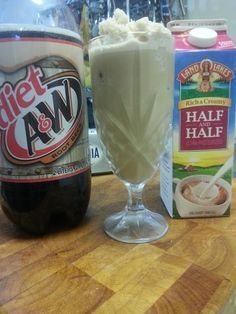 """Every now and then I want a """"treat""""…without going off my food plan.. this Low Carb Root Beer Float does the trick!! And it's so easy!!! Low Carb Root Beer Float 4-6 ice cube…"""