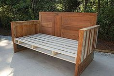 Decorate your room in a new style with murphy bed plans Wooden Daybed, Pallet Daybed, Diy Daybed, Wood Beds, Pallet Furniture, Outdoor Furniture, Daybed Ideas, Furniture Ideas, Outdoor Daybed