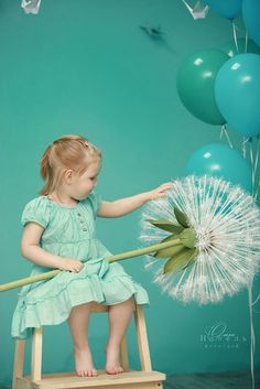 Giant Paper Flowers, Diy Flowers, Photography Props, Children Photography, Kids Fashion Photography, Turquoise Cottage, Accessoires Photo, Crepe Paper Flowers, Diy Photo