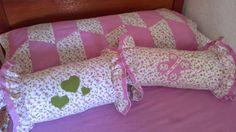 Novedades Paola: Juego de Sabanas y Cojines Caramelos a Juego Toddler Bed, Furniture, Home Decor, Ideas, Fabric Crafts, Tejidos, Bedspread, Toss Pillows, Sheet Sets