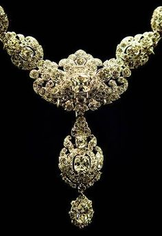 A wedding present from the Nizam of Hyderabad to Princess Elizabeth in 1947, the necklace was remodeled from an earlier Cartier piece. The detachable double drop pendant, which incorporates 13 emerald-cut diamonds, -- Tudor Queen