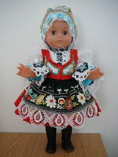 http://lidove-kroje.cz/sites/default/files/images/krojova_vyroba/krojove_panenky/panenka-kyjovska-1.jpg