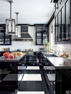 Steven Gambrel modernized this 1912 Manhattan duplex by outfitting the kitchen with black-lacquer cabinetry | archdigest.com