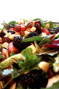 Berry Apple Salad with Balsamic Poppy Seed Dressing. Looks sooo yummy! Salad Bar, Soup And Salad, Salada Light, La Trattoria, Spiced Almonds, Pecans, Great Recipes, Favorite Recipes, Apple Salad