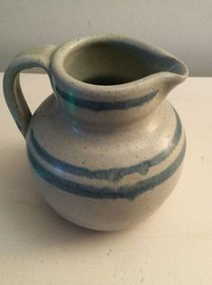 A Martin Homer Studio Pottery Pitcher. Pottery Bowls, Pottery Art, Ceramic Studio, Brown Beige, Art Studios, Stoneware, Retro Vintage, Porcelain, Glass