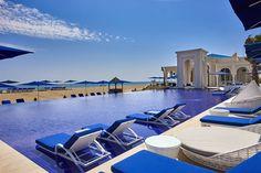 Tischler Reisen: Mediterranes Nordmarokko – Erholsame Ferien im Banyan Tree Tamouda Bay. Entdecken Sie den Norden Marokkos und lernen Sie ein ganz anderes Gesicht des Königreichs kennen: Saftig grüne Wiesen, die kleinen Buchten des Mittelmeers und viel mediterranes Flair. In der Bucht von Tamouda, am 700 langen Sandstrand erwartet Sie das Banyan Tree Tamouda Bay*****. Ein Traumresort mit 92 großzügigen Villen, privatem Pool und absoluter Privatsphäre. Ü|F p. P. in der Bliss Pool-Villa ab 177…