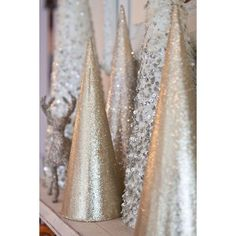 30 Sparkling Gold and Silver Christmas Decorations ❤ liked on Polyvore featuring home, home decor, holiday decorations, xmas, backgrounds, christmas holiday decorations, christmas home decor, holiday home decor, holiday decor and christmas holiday decor