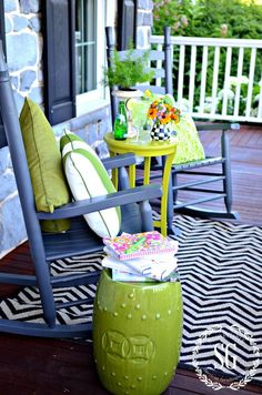20 Beautiful Spring Porch and Patio Ideas - Home Stories A to Z Summer Front Porches, Small Front Porches, Summer Porch, Spring Summer, Outdoor Rugs, Outdoor Spaces, Outdoor Living, Outdoor Stuff, Outdoor Seating