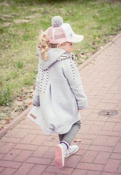 Sehr dicke, warme und gemütliche #Kinderjacke. Die #Jacke hat eine Kapuze und wird mit Druckknöpfen geschlossen / warm and cozy #jacket for kids. The #coat has a hood and hidden pockets. Children's autumn fashion made by Bubalove via DaWanda.com