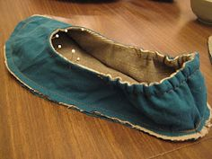 easy sew slippers - like the addition of the elastic
