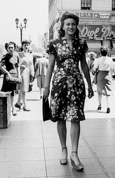 Vintage Hairstyles Nunquam Dormio — fuckindiva: street style in New York - Vintage Glamour, Vintage Beauty, Vintage Outfits, Vintage Dresses, Vintage Shoes, Vintage Mode, Vintage Ladies, 1940s Fashion, Vintage Fashion