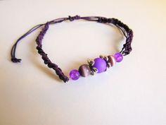 Bracelet tressé bicolore (violet et noir), avec dégradé de perles violette et motif floral.   Pièce unique , bijou à porter et a offrir pour toute occasion !!  Bracelet ré - 19211752  #bracelet #bijoux #fille #femme #chaine #perles #perle #argenté #noir #orange #fil #nylon #fermoir #occasion #anniversaire #fête #fete #mode #poignée #littlemarket #fantaisie #fleur #rose #bleu #violet #vert #dorée #cuivré #fiole #multicolore #jaune #blanc #noeud #dés #marron