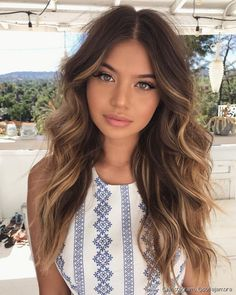 Did you know that brunettes make up the majority of people's hair color? While brunettes might be the most common of the hair colors, brunettes are actually very diverse; Brown Hair Balayage, Brown Blonde Hair, Brunette Hair, Hair Highlights, Blonde Balayage, Hair Color And Cut, Brown Hair Colors, Brunnete Hair Color, Hair Day