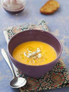 Monday evening soup (pumpkin - curry - goat cheese) - Marmiton cooking recipe: a recipe Crockpot Recipes, Cooking Recipes, Curry Goat, Pumpkin Curry, Pumpkin Soup, Kebab, Food Is Fuel, Food Menu, Food Inspiration