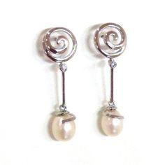 Pendientes de plata Espiral con Perla Precio: 30€ Ideas para pedirle a tu San Valentín