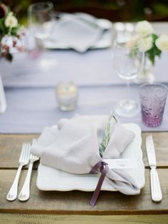 La Tavola Fine Linen Rental: Tuscany Lilac Table Runners with Tuscany Natural Napkins