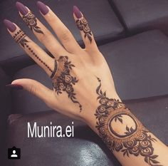 Though traditional mehndi designs will never go out of trend, experimenting with designs is a great fun. So, try something sassy and modish! Henna Hand Designs, Mehandi Designs, Arabic Henna Designs, Latest Mehndi Designs, Beautiful Henna Designs, Mehndi Designs For Hands, Henna Tattoo Designs, Floral Henna Designs, Stylish Mehndi Designs