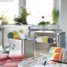 Cutia metalică HEMSMAK poate fi potrivită pentru a păstra ceai, cafea sau prăjituri.