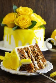 Homemade carrot cake decorated with yellow roses and glaze. Bakery Cakes, Food Cakes, Rose Bakery, Just Desserts, Delicious Desserts, Sweet Recipes, Cake Recipes, Cake Decorating Piping, Homemade Carrot Cake