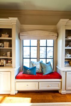 Cottage style has a comfortable and cheerful look that celebrates imperfections of everyday life. Find out how to decorate and spice up your cottage style kitchen Window Seat Kitchen, Window Seat Storage, Window Seats, Room Window, Farmhouse Style Kitchen, Modern Farmhouse Kitchens, Diy Kitchen, Kitchen Ideas, Style At Home