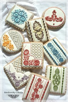Folk Embroidery Ideas Slovak folk embroidery pattern on cookies Fancy Cookies, Iced Cookies, Cute Cookies, Royal Icing Cookies, Cupcake Cookies, Sugar Cookies, Cookies Et Biscuits, Brush Embroidery, Folk Embroidery