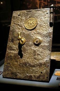 This was a safe door recovered from Titanic's debris fields. One of many safes discovered around and in Titanic.