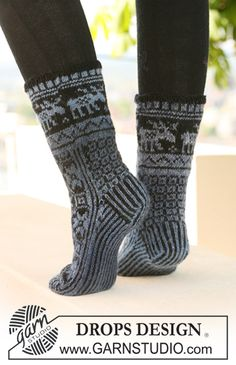 "February is #Sockalicious! DROPS socks with pattern in ""Delight"" and ""Fabel"". ~ #DROPSDesign #Garnstudio"