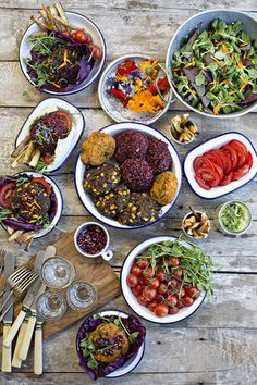 Natural born feeder published by Gill. Styled by Jette Virdi Natural Born Feeder, Tapas Recipes, Grazing Tables, Party Buffet, Antipasto, Charcuterie, Food Presentation, A Food, Bbq