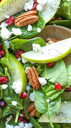 Apple Cranberry Pecan Salad - The best fall flavors come together in this light and refreshing spinach salad tossed in the most amazing lemon vinaigrette! Salad Bar, Soup And Salad, Salad Menu, Vegetarian Recipes, Cooking Recipes, Healthy Recipes, Healthy Snacks, Healthy Eating, Vegetable Salad