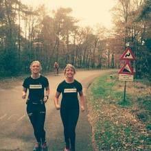 Esther en Joyce lopen de ultra marathon (56km), Bert en Randy de halve marathon (21km) en samen met supporters Linda, Annemiek en Jean-Paul zetten wij ons volledig in voor Run4Schools  https://www.justgiving.nl/nl/pages/9995-marathon4run4schools