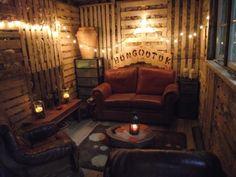wood pallet hangout cottage place