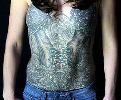 Voici ce que des artistes tatoueurs font pour aider certaines femmes à assumer davantage leurs ablations des seins !