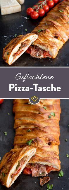 Teig mit frischen Zutaten füllen, Füllung in ein hübsches Teigmuster einpacken und goldbraun backen. Fertig ist deine Pizza-Tasche!