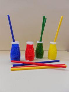 ¡Nueva vida a las hueveras! Hoy os quiero enseñar un juego de clasificación por colores que he hecho con hueveras de cartón. Una mano de pin...