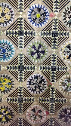 Tokyo Quilt Festival | Flickr - Photo Sharing! Circle Quilts, Quilt Blocks, Quilting Projects, Quilting Designs, Circle Game, Japanese Patchwork, Dresden Plate, Quilt Festival, Contemporary Quilts