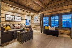 OPPLEV NYE RØROSHYTTA VISNINGSHYTTE!   FINN.no Nye, Real Estate, House Design, Couch, Windows, Living Room, Furniture, Home Decor, Baby 2017