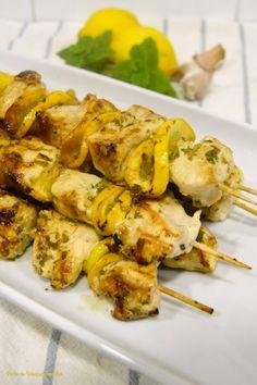 Ponto de Rebuçado Receitas: Espetadas de frango com limão, hortelã e alho