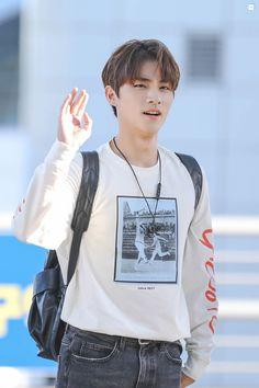Listen to every Seventeen track @ Iomoio Winwin, Nct 127, Taeyong, Nct Debut, Best Vsco Filters, Leo, Fandom, Jung Jaehyun, Na Jaemin