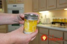 Žena naplnila poháre maslom a vložila ich do vyhriatej rúry: Škoda, že sme tento nápad nepoznali skôr, ide o perfektnú pomôcku!