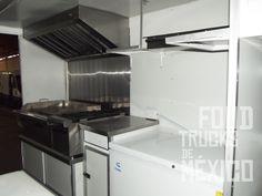 Mesa base para equipo caliente en acero inoxidable con puertas corredizas inferiores para almacén.