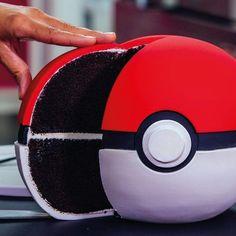 How to Make a Chocolate Pokémon Go Poké Ball Cake With Italian Meringue Buttercream(Pokemon Cake Ideas) Festa Pokemon Go, Pokemon Party, Pokemon Ring, Bolo Pikachu, Pikachu Cake, Pokeball Cake, Pokemon Birthday Cake, Anime Cake, 6th Birthday Parties