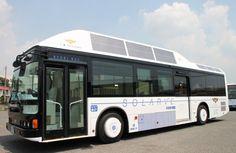 Desarrollan los primeros autobuses híbridos chinos con placas solares fotovoltaicas incorporadas. En la imagen autobús solar híbrido japonés desarrollado por Sanyo y que lleva funcionando desde el 1 de Septiembre de 2010 en la ciudad de Okayama al sur de Japón.