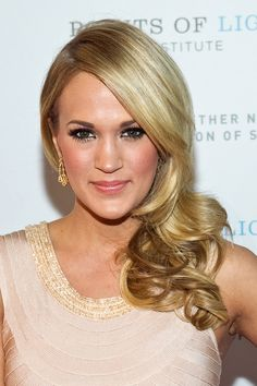 curly hair idols carrie underwood over the shoulder curls