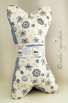 Leseknochen die Drölfzigste Hello my dears, I actually still know people who do not read bones … Craft Patterns, Sewing Patterns, Crochet Patterns, Diy Sewing Projects, Sewing Crafts, Sewing Clothes, Diy Clothes, Diy Accessoires, Pillow Tutorial