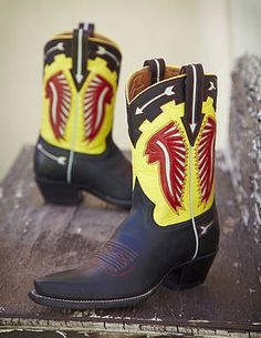 Rocketbuster, the finest Handmade Custom Cowboy Boots. Family owned, handmade in TEXAS,shipped worldwide.Spaceage vintage style for folks who just ain't boring! Custom Cowboy Boots, Custom Boots, Cowgirl Boots, Cowboy Art, Shorty, India, Designer Boots, Vintage Fashion, Footwear