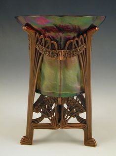Kralik Irridescent Glass Vase With Bronzed Patinated Metal Art Nouveau Mount - Austria c.1905