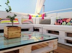 Pallet roof terrace lounge in pallets ceiling roof pallet lounge pallet outdoor project with roof Lounge grece Pallet Furniture, Garden Furniture, Furniture Making, Outdoor Furniture Sets, Lounge Furniture, Pallet Lounge, Pallet Patio, Pergola Shade, Diy Pergola
