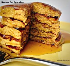 Banana Oat Pancakes Clean and simple pancake recipe that everyone will enjoy!( can use thermomix) Banana Oatmeal Pancakes, Banana Oats, Banana Cinnamon, Tasty Pancakes, Pancakes And Waffles, Empanadas, Bananas, Real Food Recipes, Yummy Food